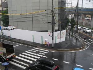 雨の交差点と三橋記念館