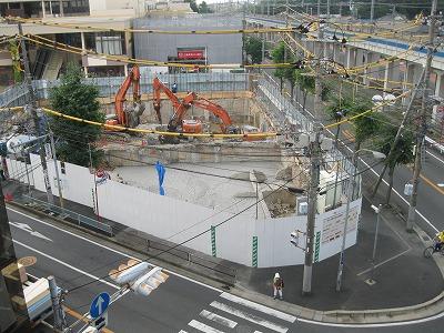 2014年7月31日 コンクリートで半分が埋められる