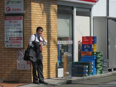六実駅前 コンビニにある灰皿  喫煙スポット