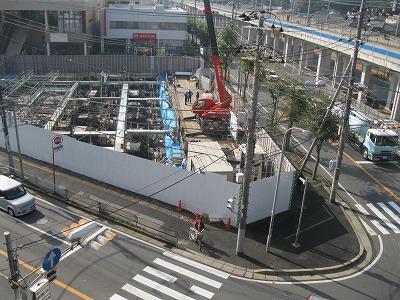 10月末、建設事業は進行中。