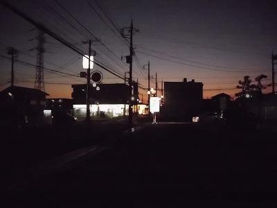 近所のコンビニ駐車場からの夜明け前 6時20分