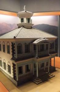 見たことあると思ったら、私の出身小学校に移築されている文化財