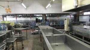 給食センター内部には設備や備品がそのまま。どうするの?