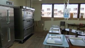 パン工房でパンを焼くのも利用者