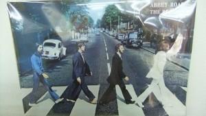 ビートルズのポスターや音楽あり
