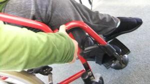 ドイツ製の車いすが以下の動作しやすく工夫がなされている、解説をいただいた。日本でもできるだろうにと思うが。