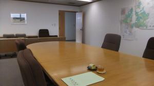 招かれた船橋市議会委員会室