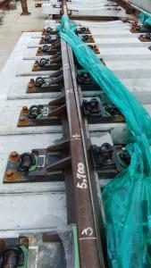 暑さ寒さで伸縮するレールの調整部分。平均350mに1カ所、計8カ所設置されている