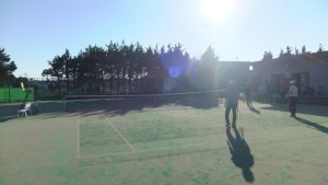 東初富テニスコートから見る午後の西日 10月下旬