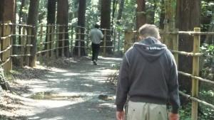 その先の粟野の森を抜けて市政公園につながる最高の散歩コース