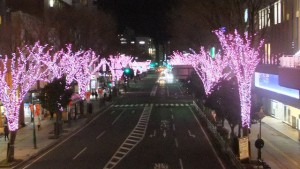 帰りに寄ったいわきの駅前通り。避難者の多くが暮らす。富岡町の桜をイメージしてのイルミネーション