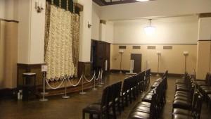 正庁という、公式行事や来賓の接遇を行う特別室。当時の姿に復元して庁舎内にて公開している。